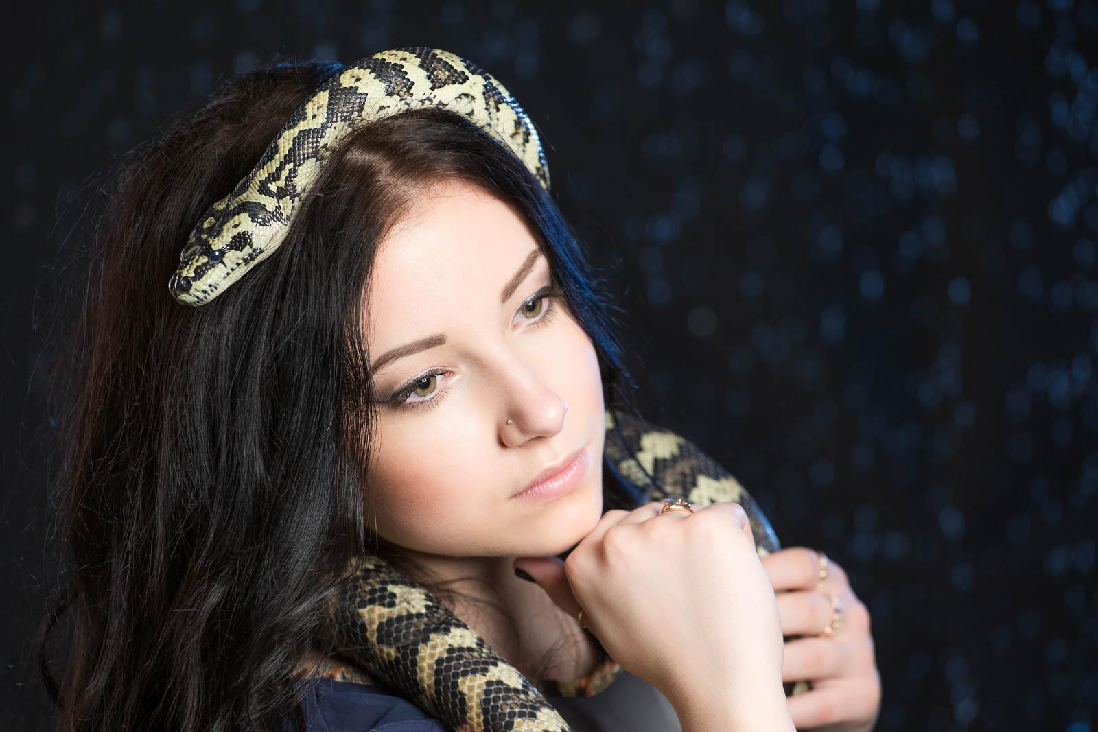 Фотосессия со змеей в аква студии