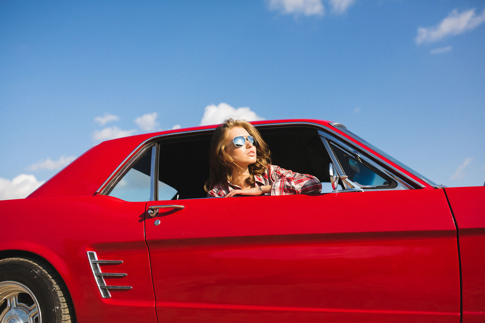 Love Story фотосессия Ford Mustang 1966 для Максима и Кристины