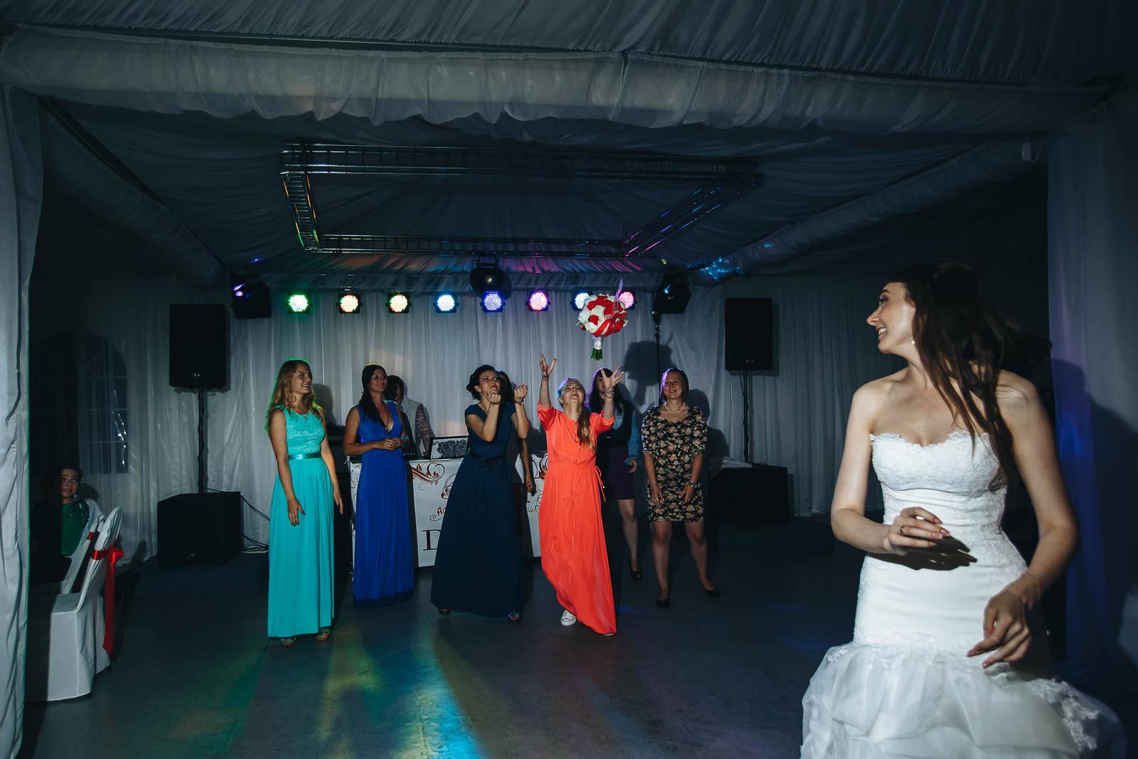 Свадебный фотограф. Свадьба в загородном клубе.